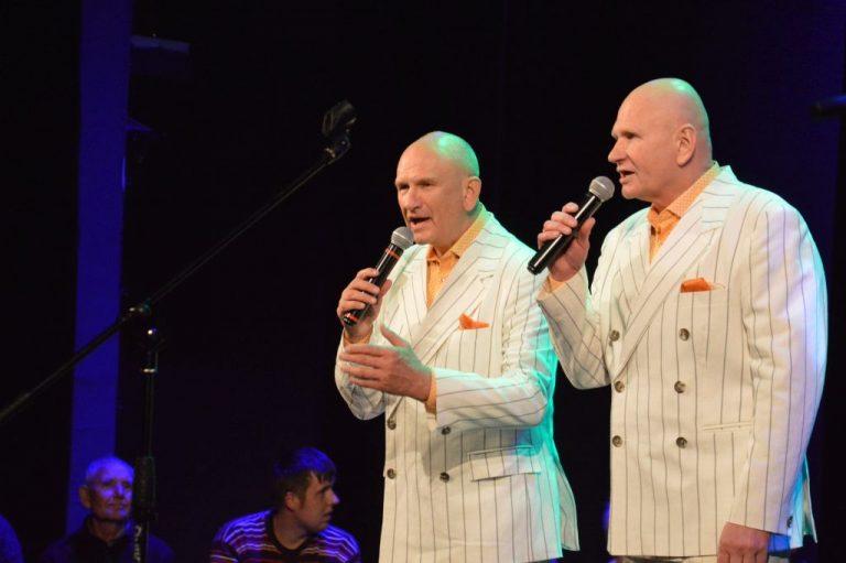 Senjorams dainavo broliai Kučinskai